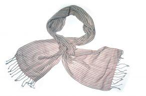 Katoenen sjaal in roze natuur