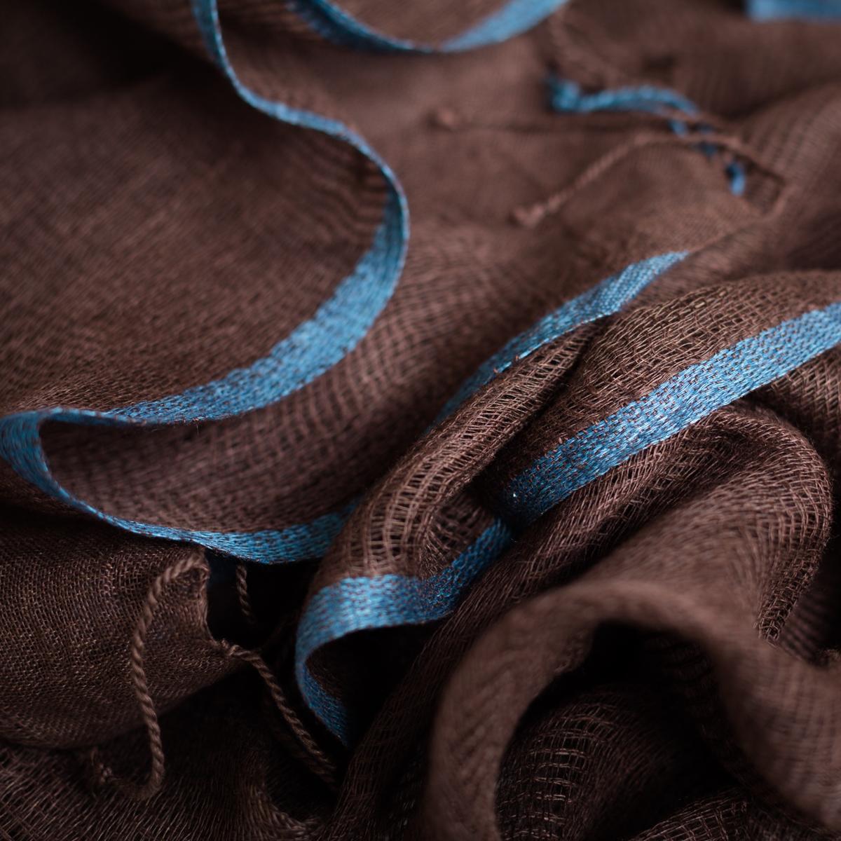 Sjaal van zijde en katoen in bruin