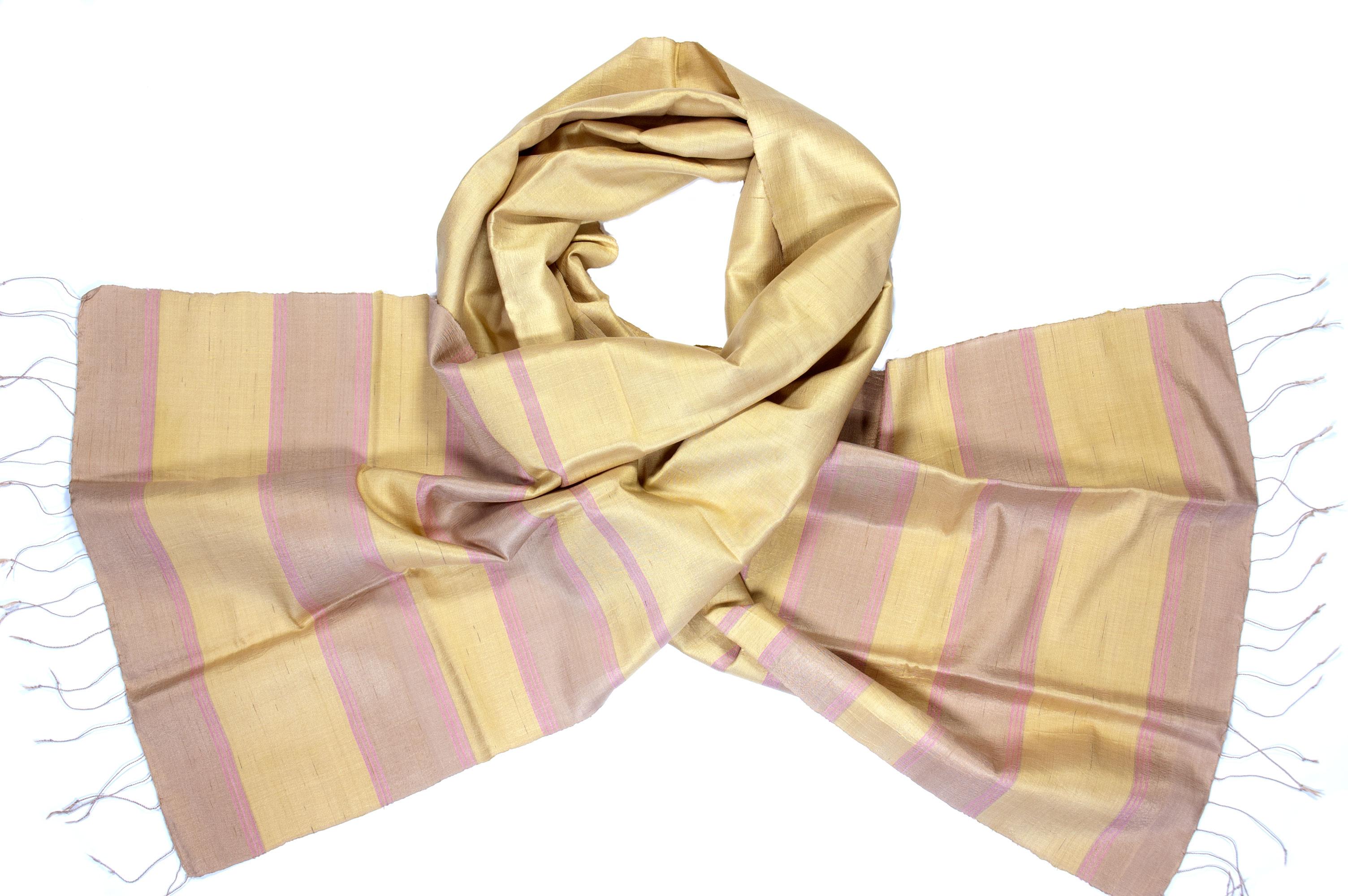 Zachte zijden sjaal oker roze