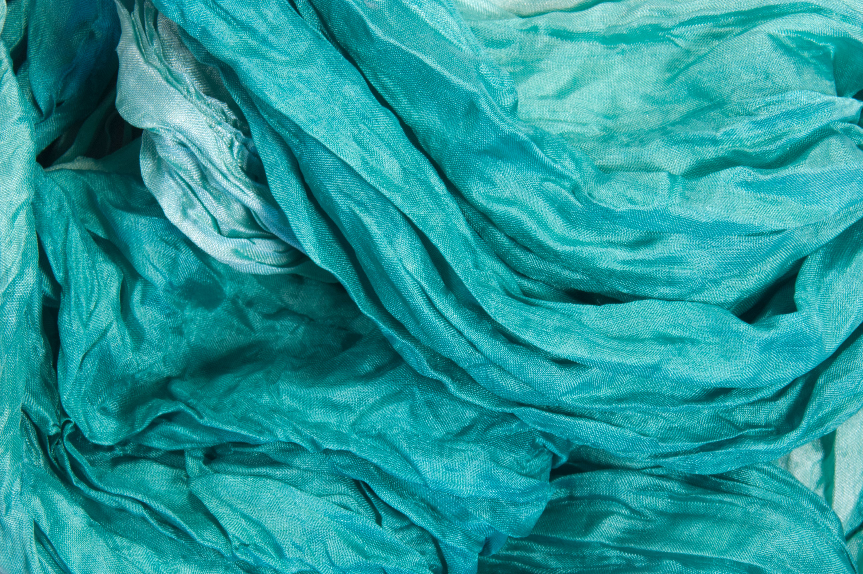 Silk wrinkle scarf turquoise