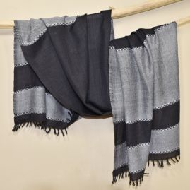 Very soft woolen scarf in black and gray