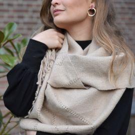 Beige alpaca scarf from Bolivia