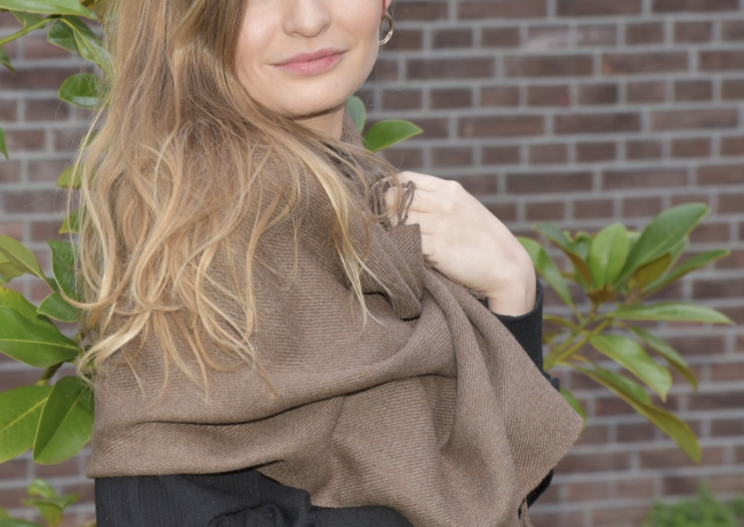 brown ecological Cashllama scarf