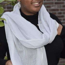 Lightweight cashmere scarf in light gray