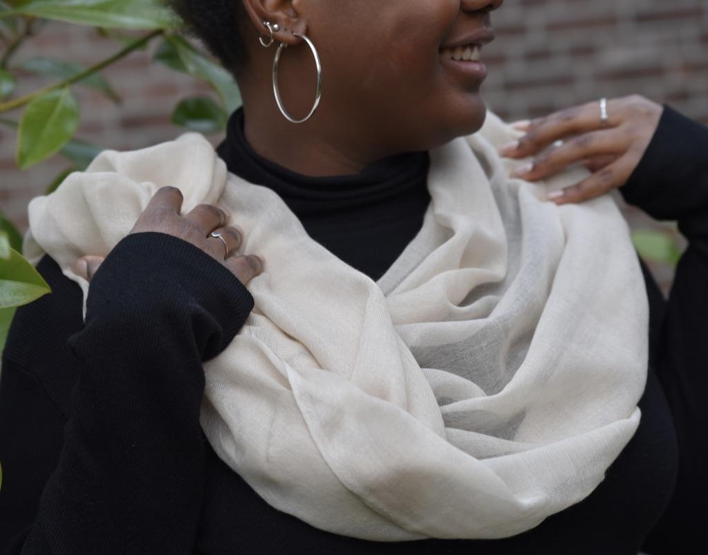 Lightweight cashmere scarf beige