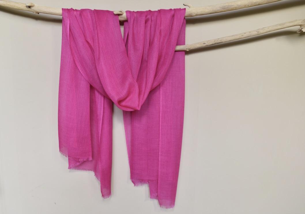 Lightweight cashmere scarf fuchsia