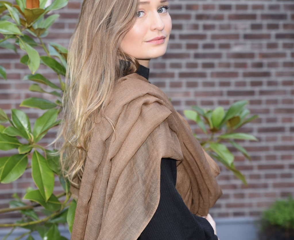 Lightweight cashmere scarf brown