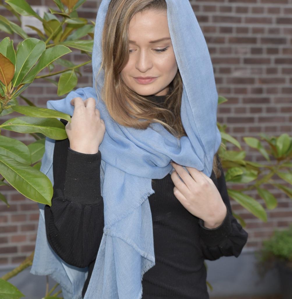 Lightweight cashmere scarf light blue