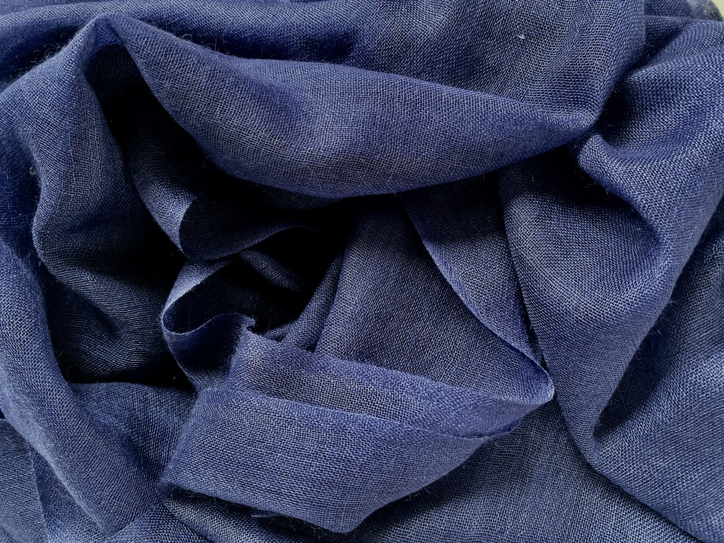 Lightweigth cashmere scarf dark blue