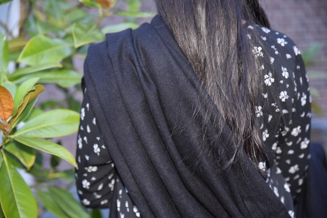 Cashmere scarf in black