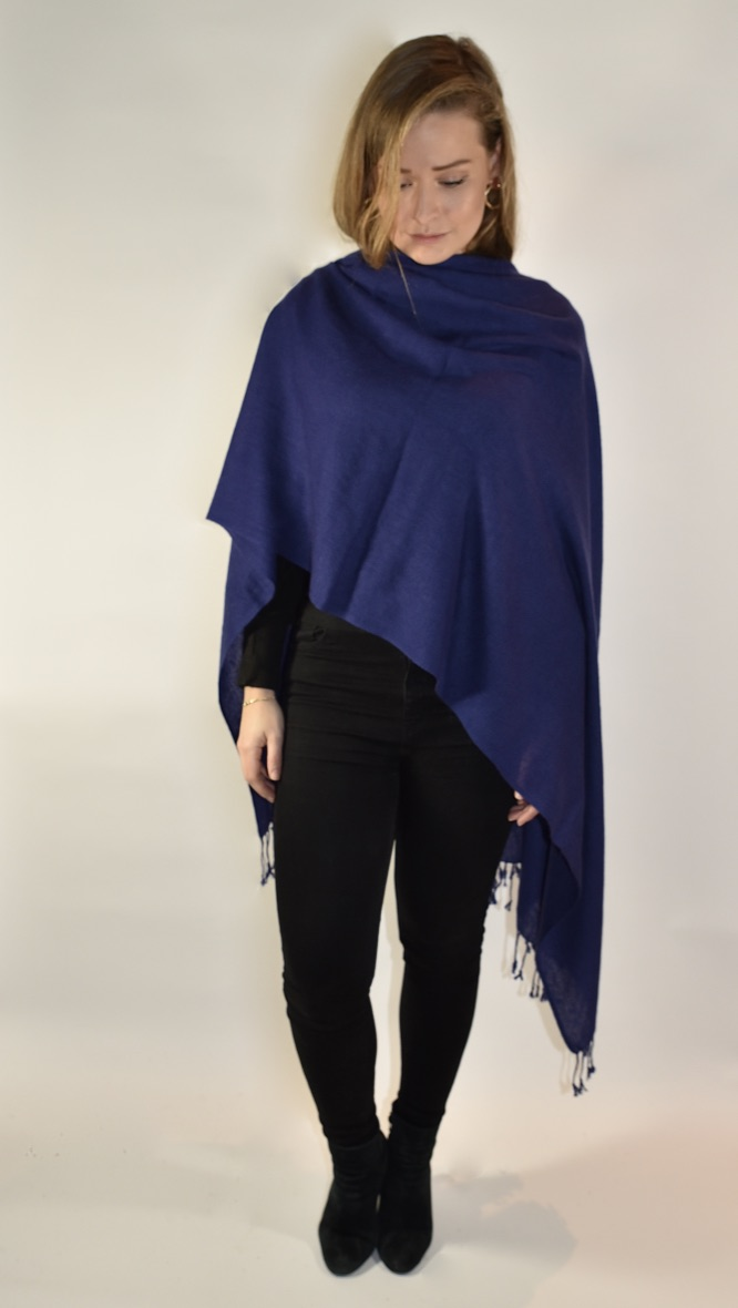 Cashmere scarf in dark blue