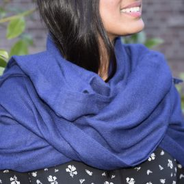 Cashmere scarf in dark blue
