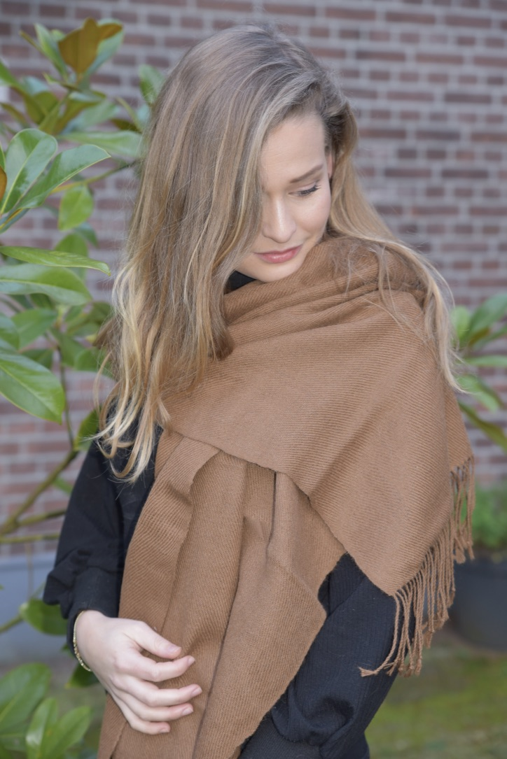Cashmere scarf in brown