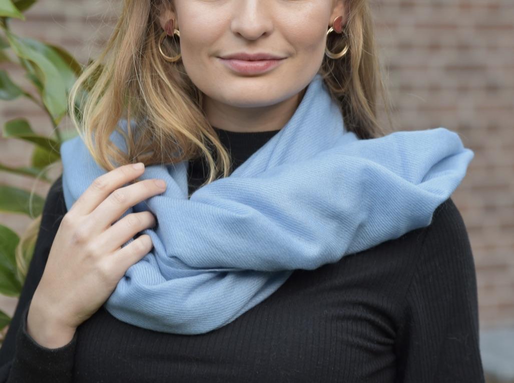 Cashmere stola/sjaal in lichtblauw