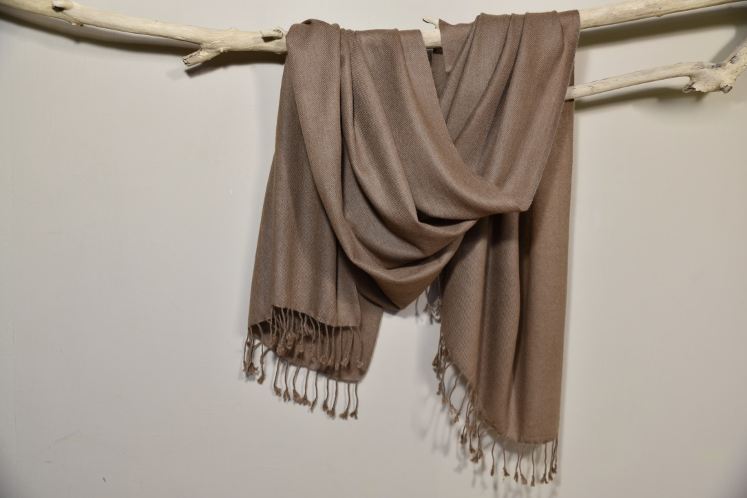 Cashmere muffler in brown