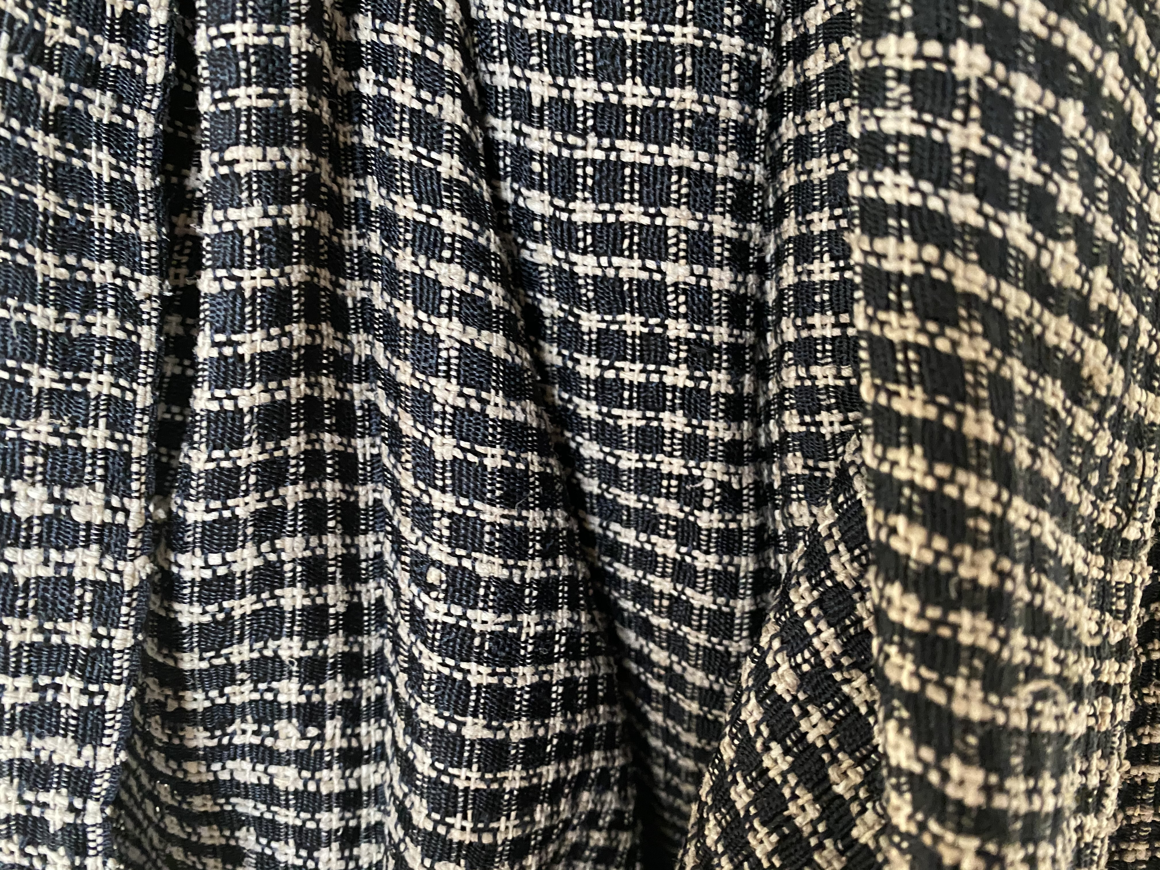 Unieke zwart/beige lotus zijde sjaal uit Myanmar
