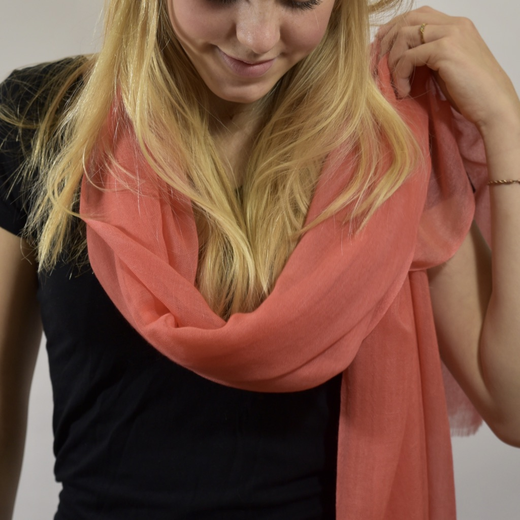 Lightweight cashmere stole in coral