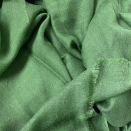 Lightweight cashmere stole in green