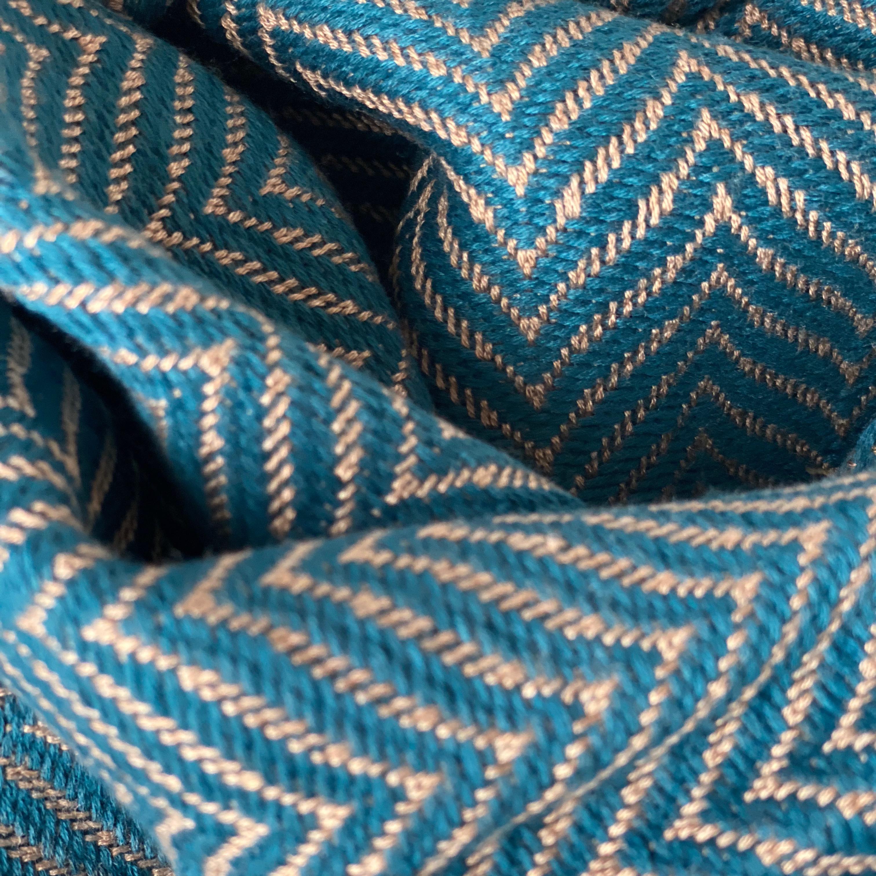 Sjaal in visgraat motief in petrol