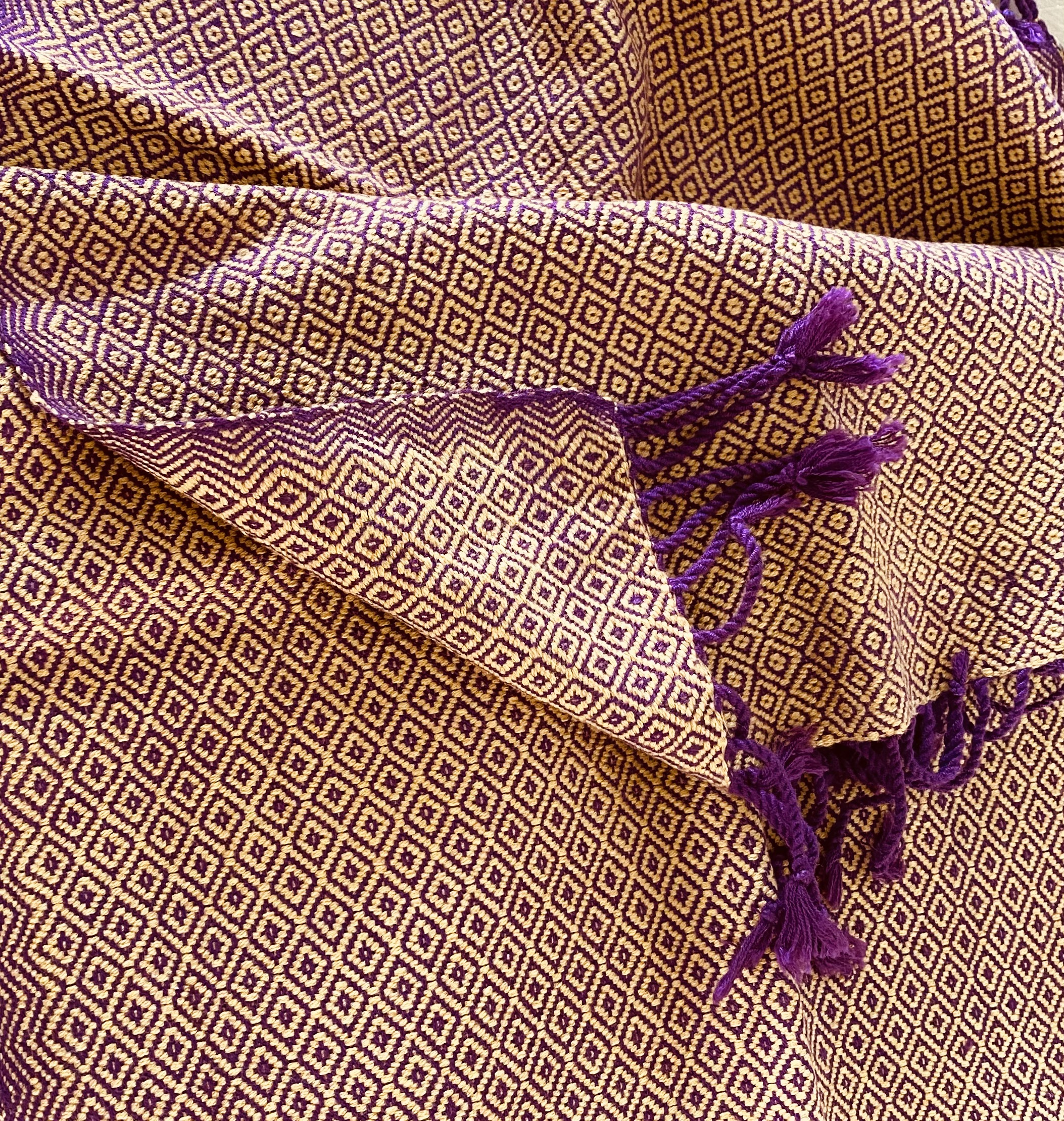 Purple and ocre scarf in diamant pattern