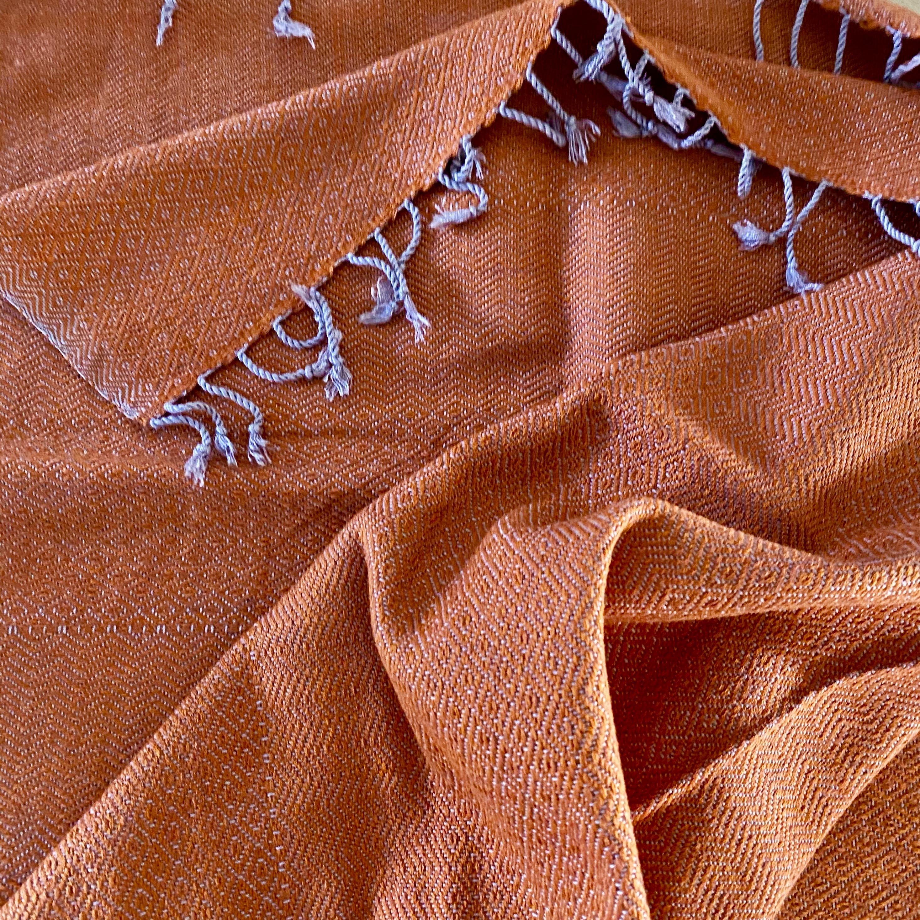 Oranje sjaal met diamant patroon
